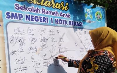 SMP Negeri  1 Kota Bekasi Deklarasikan Sekolah Ramah Anak